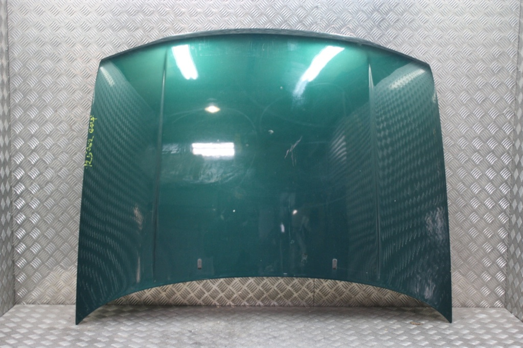 capot moteur volkswagen golf 3 code couleur lc6p dragon. Black Bedroom Furniture Sets. Home Design Ideas